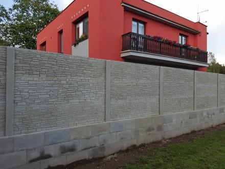 Oboustranný betonový plot